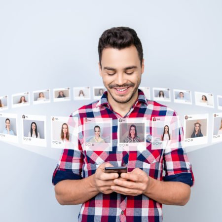 The Online Dating Etiquette That Every Man Needs to Know