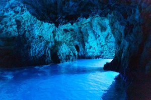 Read more about the article Top 5 Mesmerizing Underwater Caves