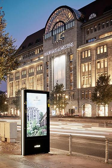 Werbung für das Bauprojekt Alexander mit dem KDW am Kurfürstendamm im Hintergrund