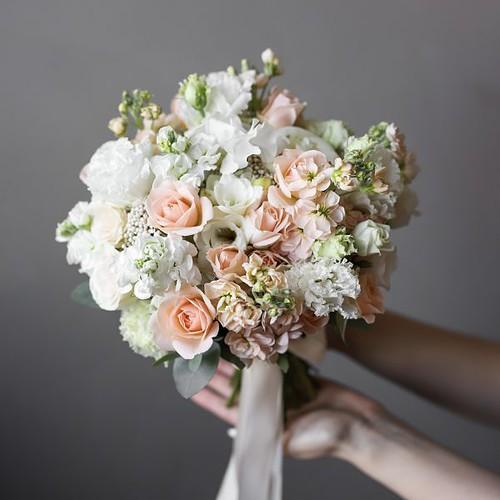 Летний букет невесты в персиковой гамме №993 - Фото 4
