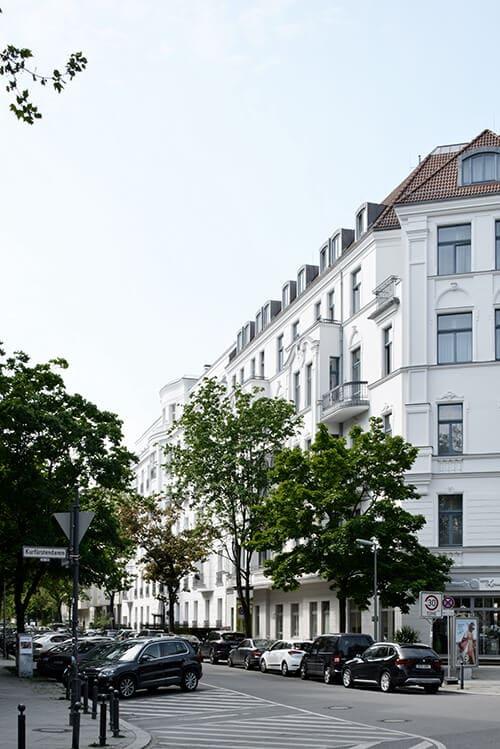 Blick in die klassisch anmutende Eisenzahnstraße in Berlin