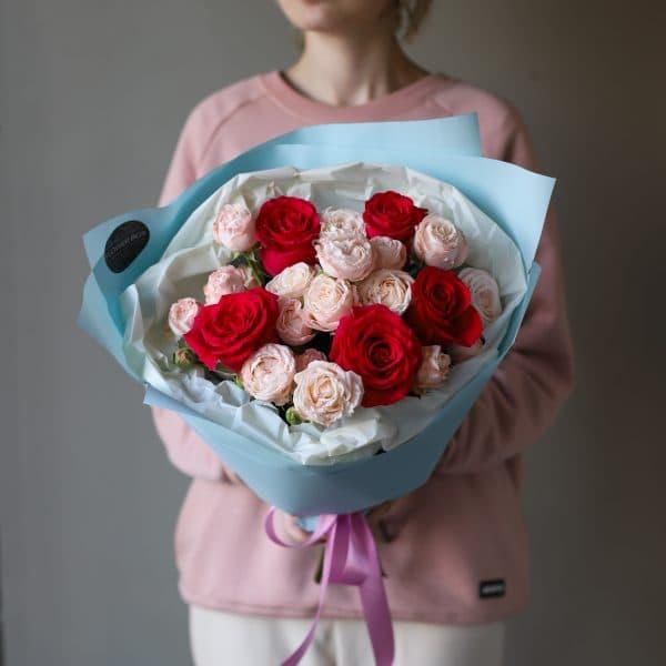 Букет из кустовых пионовидных и одноголовых Роз №885 - Фото 1