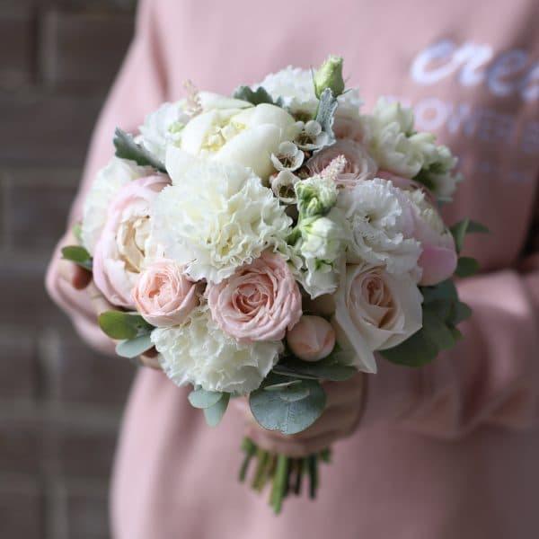 Нежный букет невесты с белыми пионами №967 - Фото 1