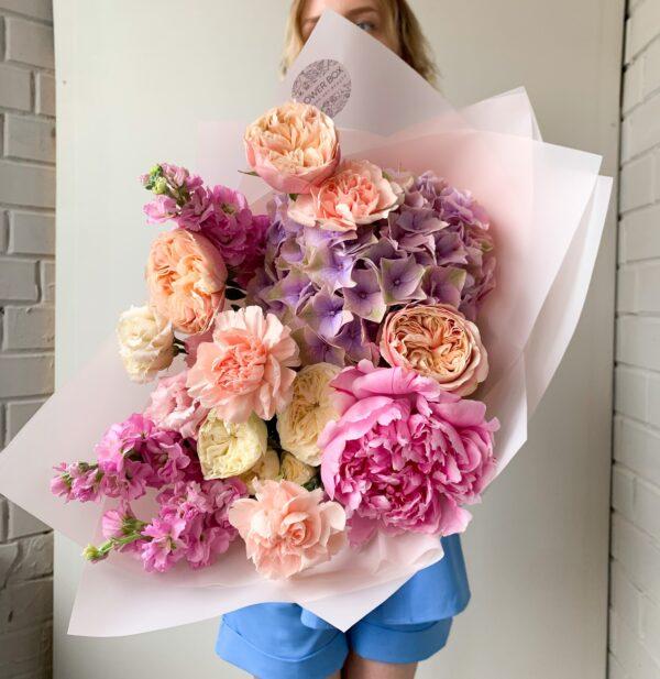 Летний букет с пионом и премиум розами №1134 - Фото 3