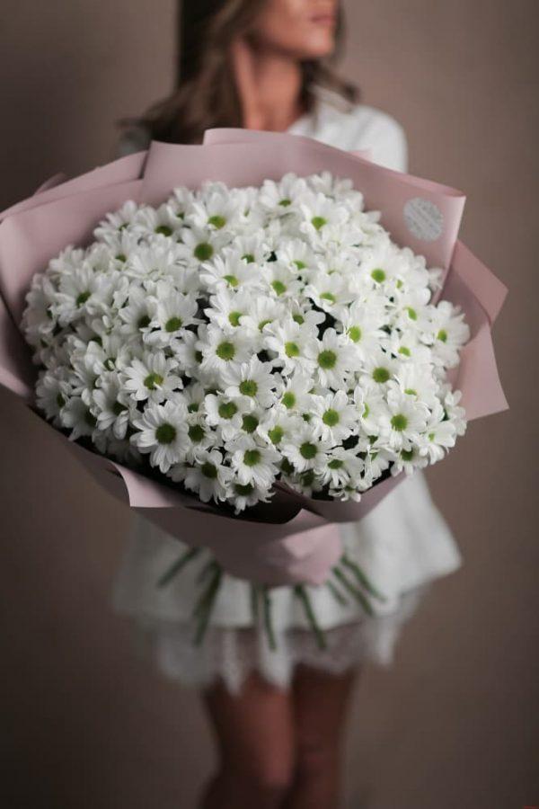 Воздушный весенний букет из ромашковых хризантем 17 шт №562 - Фото 2