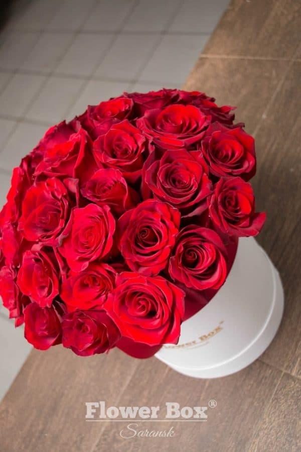 Шляпная коробка M с 31-33 красными розами №318 - Фото 3