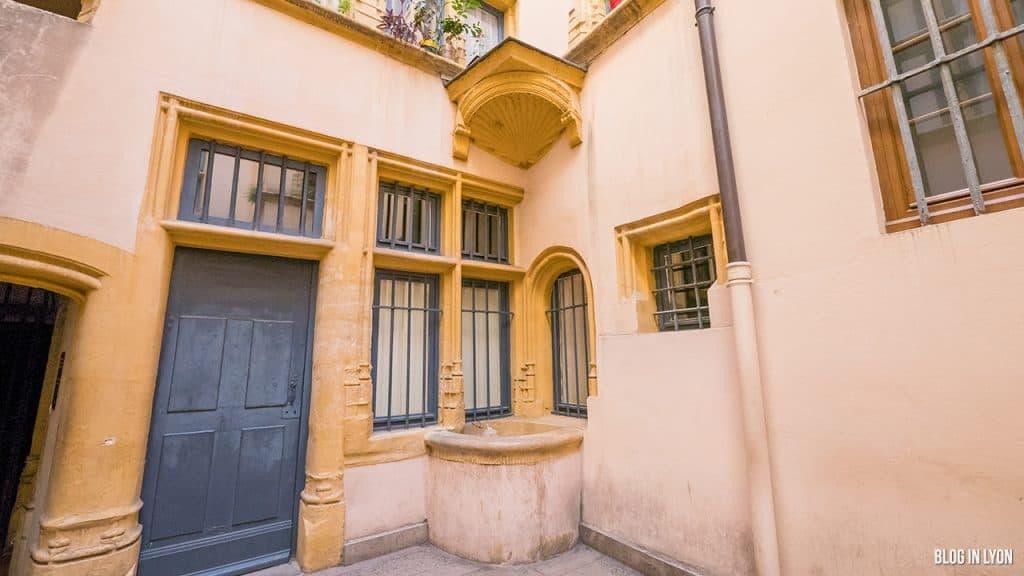 Les traboules du Vieux Lyon - Puits de Hôtel du Gouvernement | Blog In Lyon