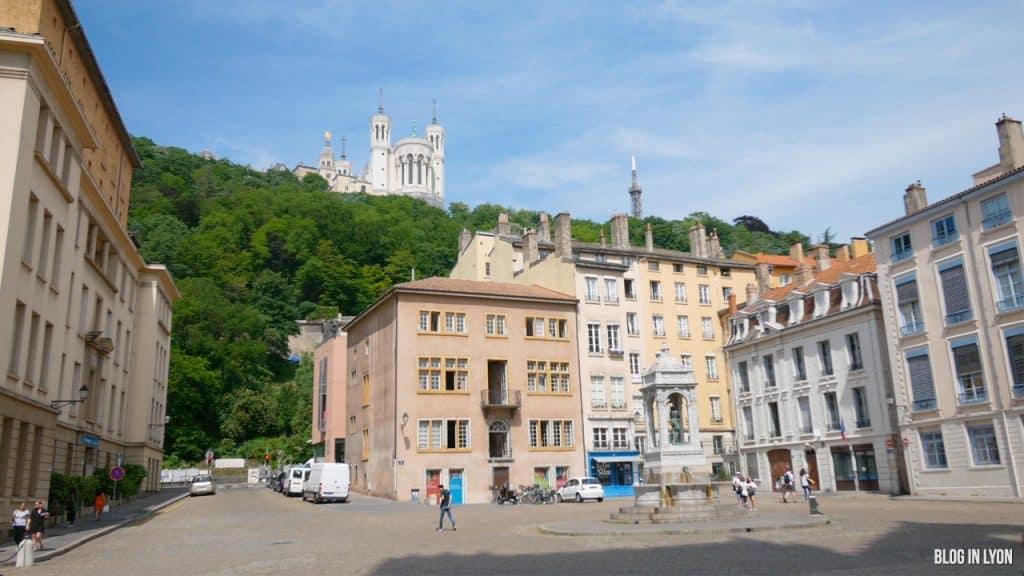 Visiter Lyon - Place Saint-Jean | Blog In Lyon