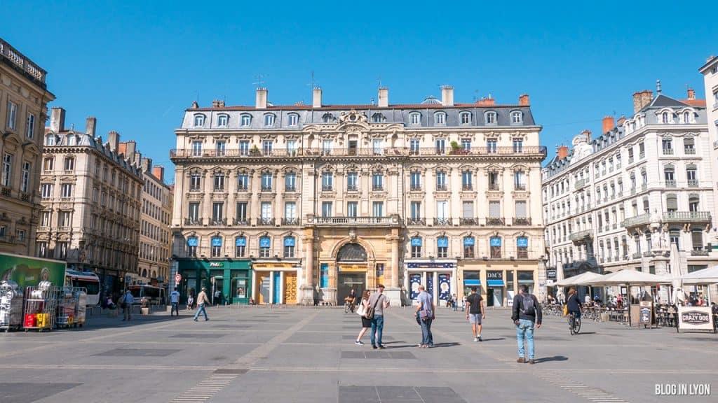 Visiter Lyon - Place des Terreaux - La Galerie | Blog In Lyon