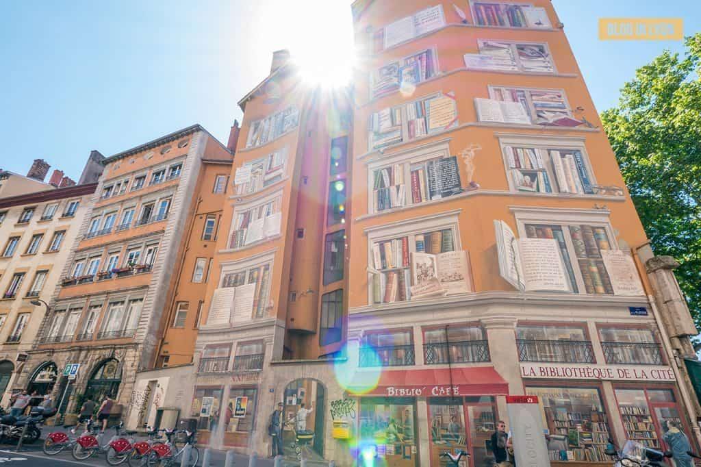 Fresque La Bibliothèque de la Cité - Top 15 des plus beaux murs peints de Lyon   Blog In Lyon