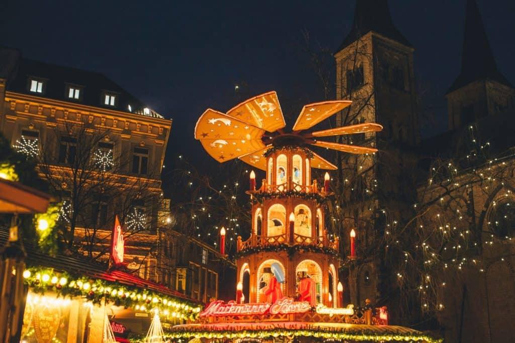 Weihnachtsmarkt in Bonn, Glühweinpyramide.