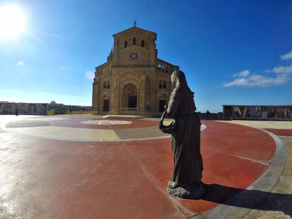 ta'pinu basilica statue station of the cross