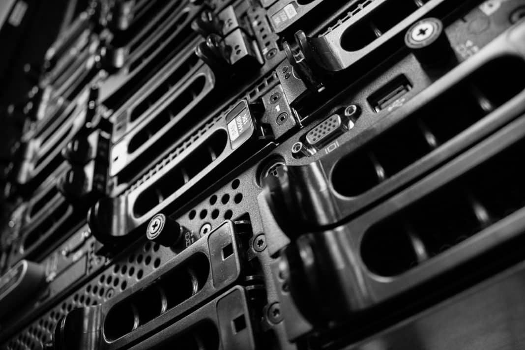 data-centre-server-computers-2653005_1280