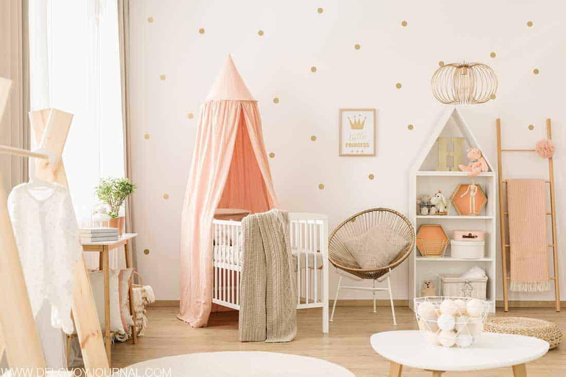 Оформление детской в розоватых тонах