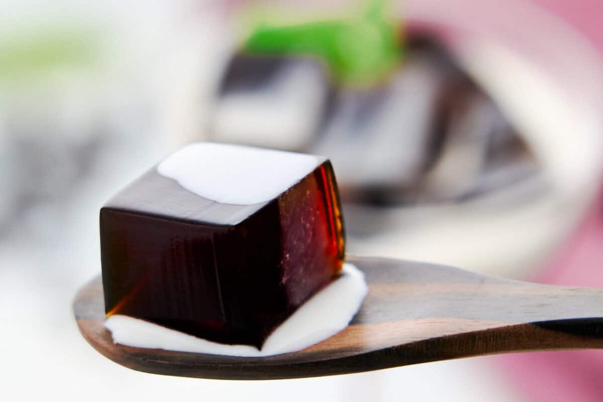Cube of coffee jelly with a sweat and milky cream sauce.