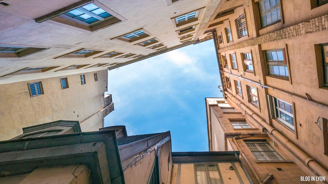 Les traboules de la Croix-Rousse Est - Cour des Moirages | Blog In Lyon