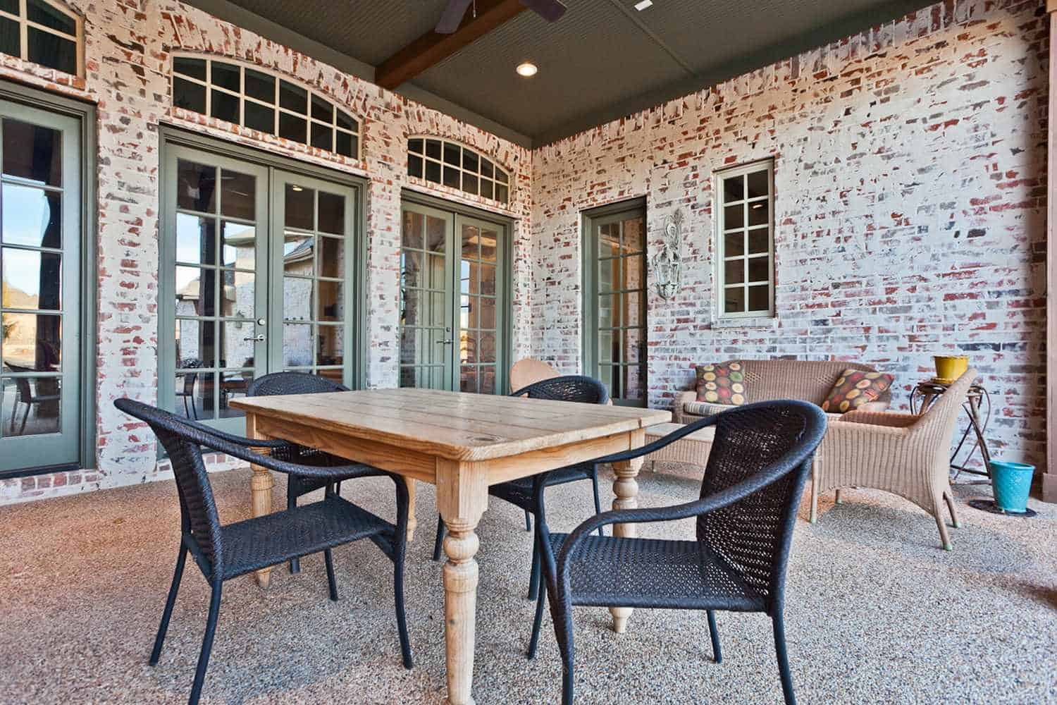 traditional patio with white color brick wall from german-smearing