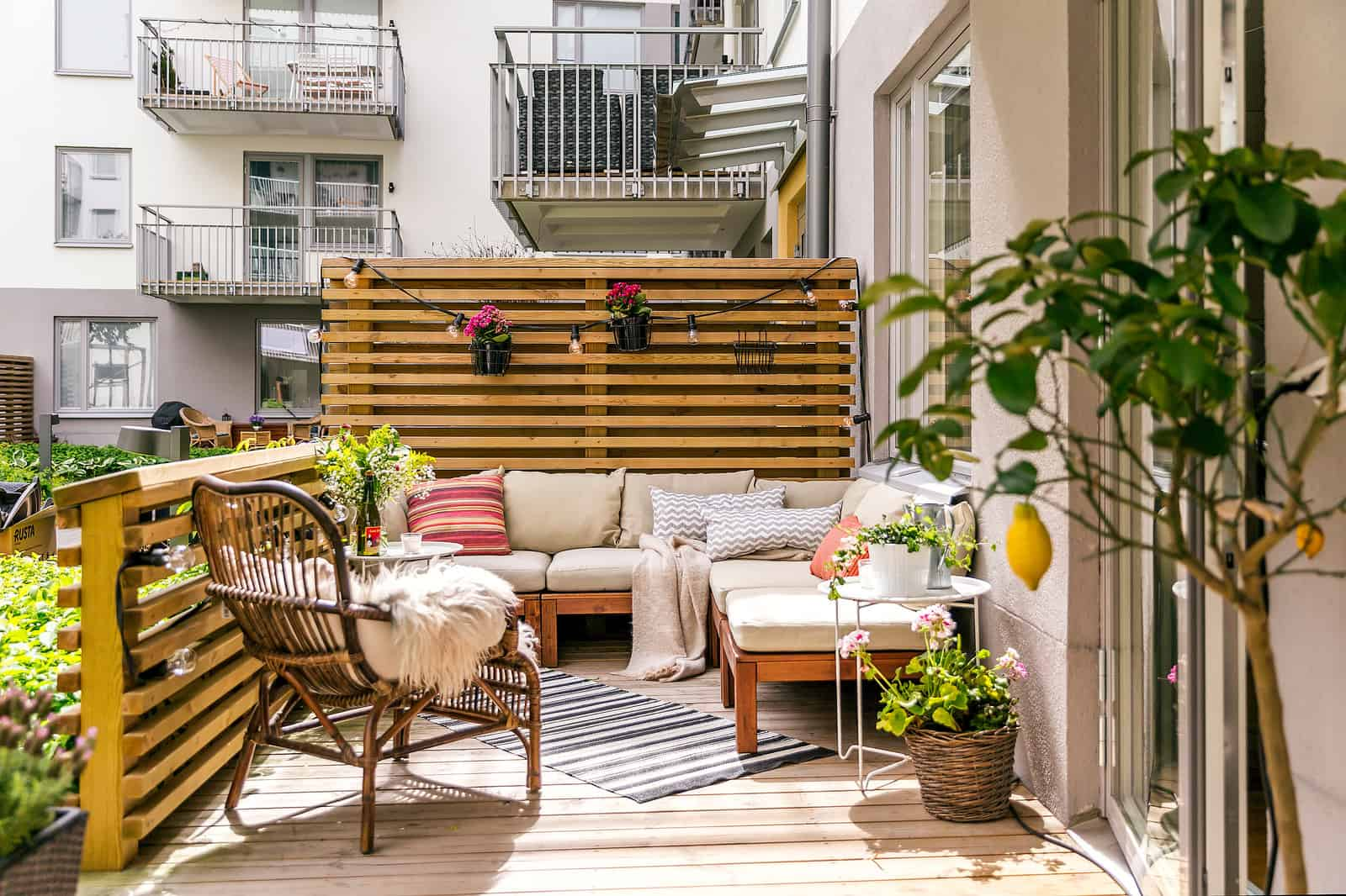 Scandinavian deck with same-material railing and privacy screen