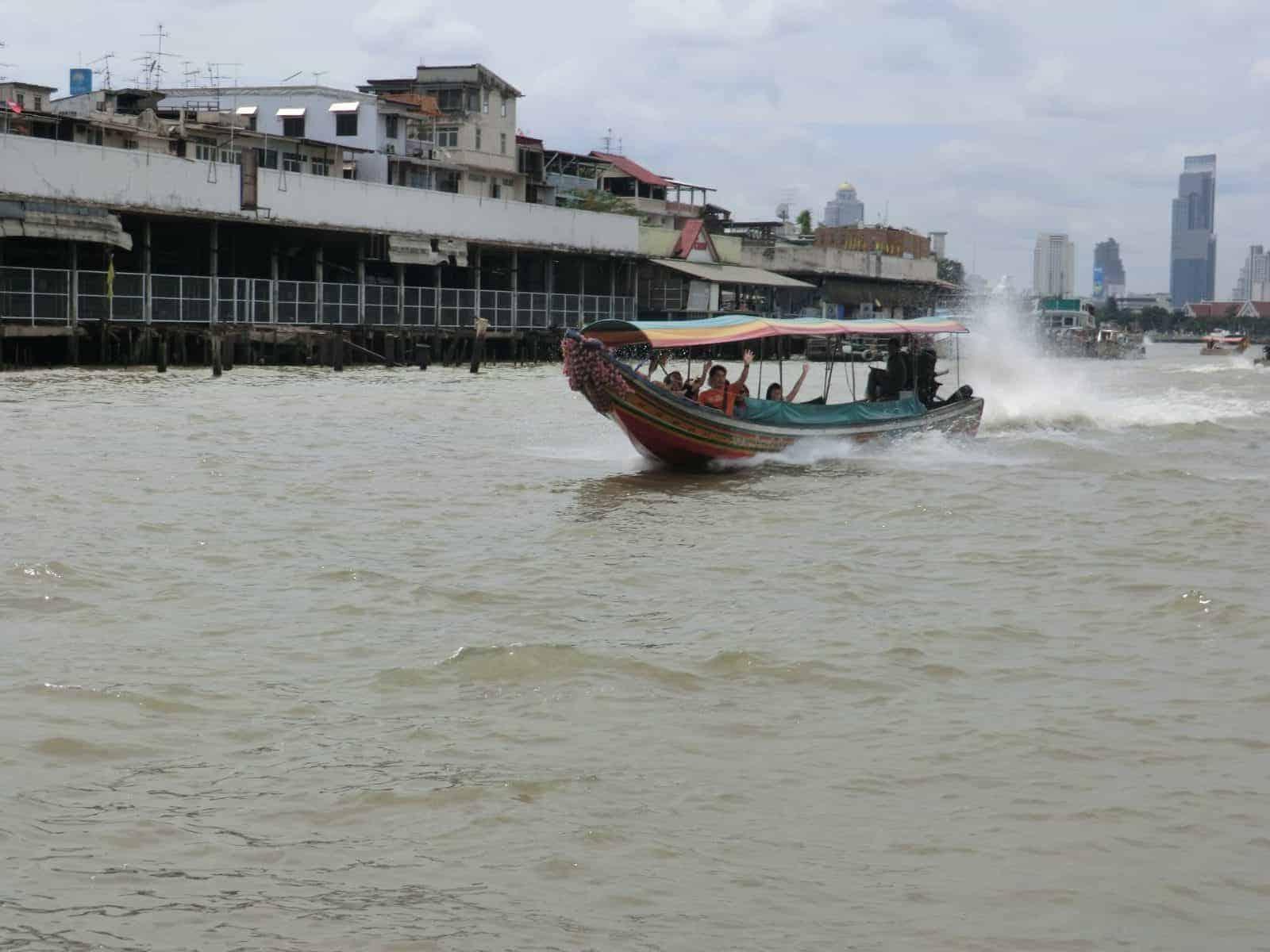 Long Boat auf dem Chao Phraya