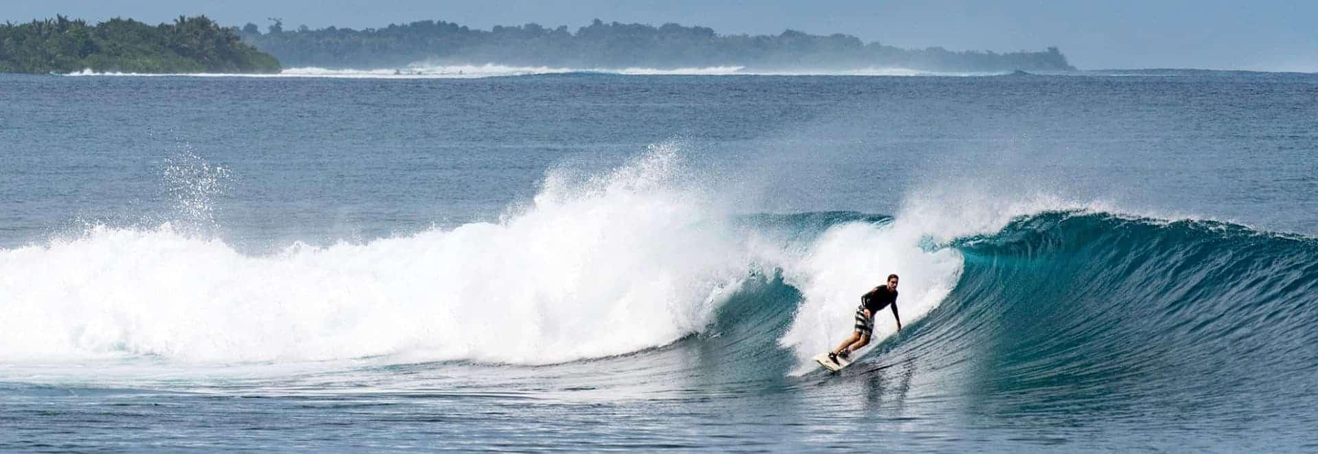 timo surfing mentawais