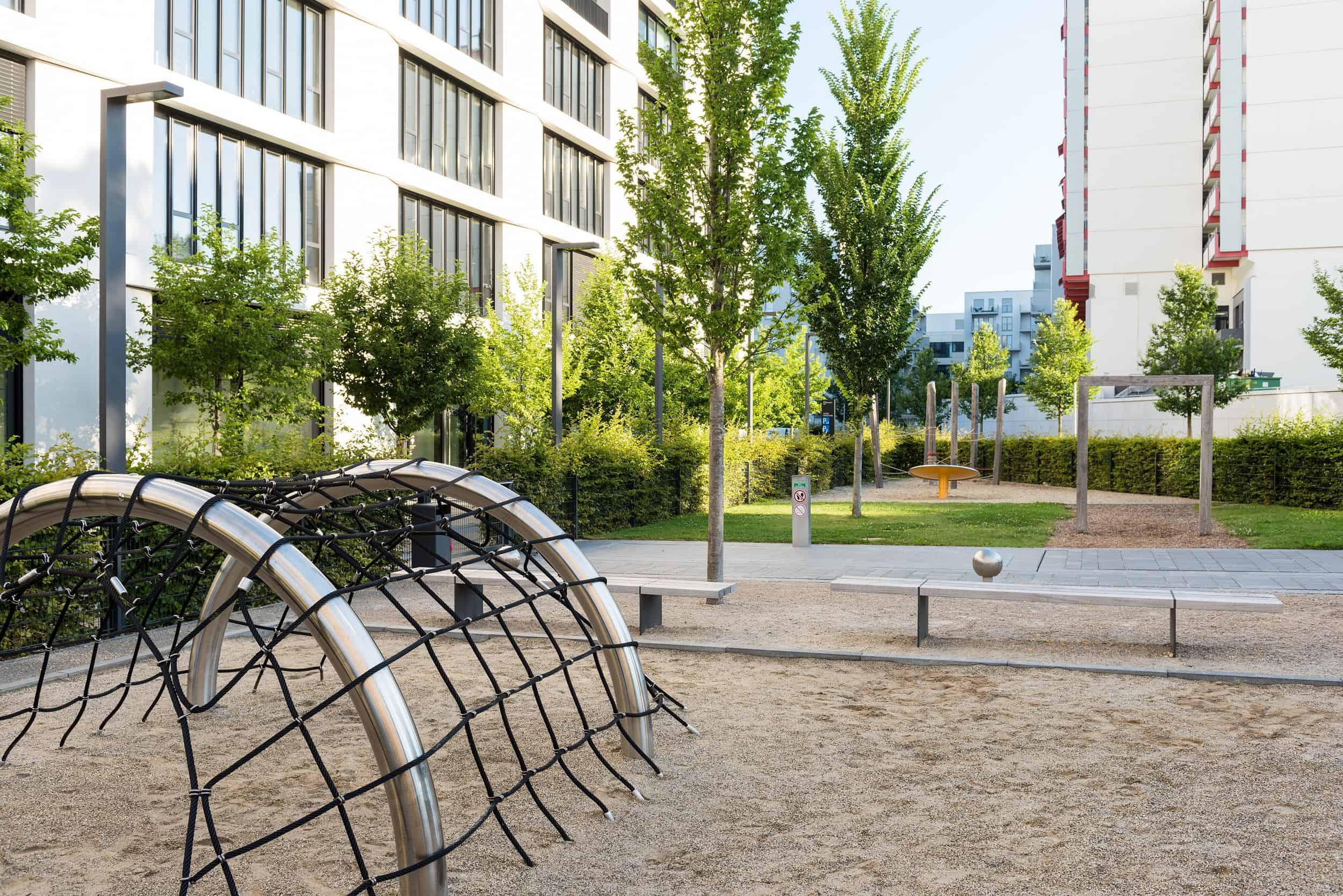 Bild: Spiellandschaft im Norden des Quartiers, direkt angrenzend an die öffentlichen Umfeldflächen (c) Johann Hinrichs Photography