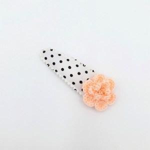 Dots haarspeldje met roze gehaakte bloem