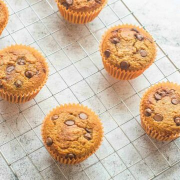 6 muffins on the cooling rack
