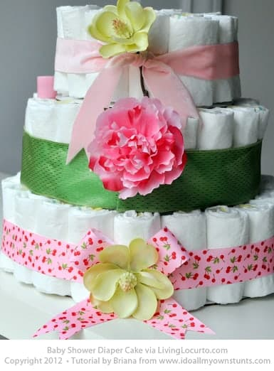 How to make a Diaper Cake. Simple step-by-step craft tutorial. Perfect for a baby shower party or baby gift.
