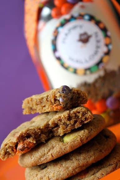 Halloween M&M Cookies in a Jar {Free Printables} LivingLocurto.com