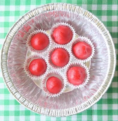 Cute Back to School Idea! 3D Apple Sugar Cookies for the Teacher by Munchkin Munchies via LivingLocurto.com