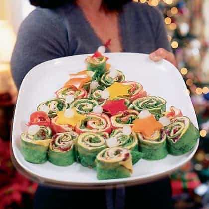 Christmas Tree Wraps - Christmas Olive Wreath - 25 Amazing Christmas Party Appetizer Recipes! Fun Food Ideas and more for a Holiday Party. LivingLocurto.com