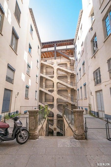 Les traboules de la Croix-Rousse Est - La Cour des Voraces | Blog In Lyon