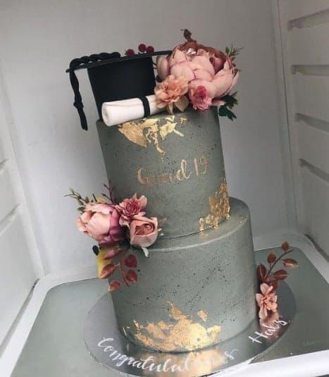 Gold Accent Floral Graduation Cake Ideas