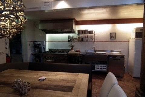 Groepsaccommodatie De Vier Eiken eetkamer keuken