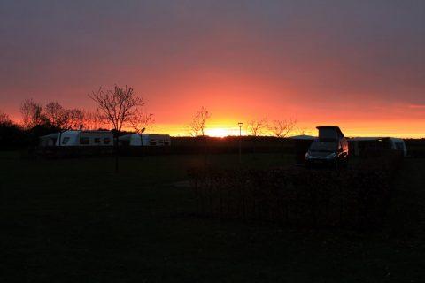 Camping Noordenveld zonsondergang