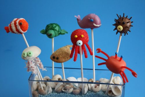 Ocean Fish cake pops. These creative Summer Cake Pops are perfect birthday or pool party desserts. From beach balls and sharks to lady bugs and crabs, enjoy these cute fun food ideas for cake pops!