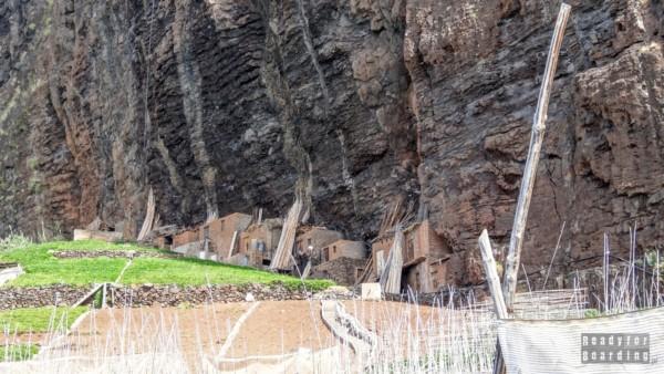 U podnóży klifu - Madera