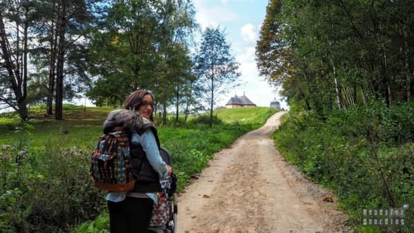 Droga do miasteczka, skansen w Rumszyszkach
