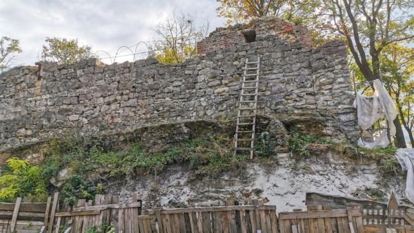 Ruiny zamku, Lwów
