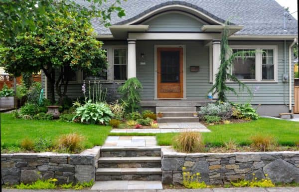 use natural stones for the front yard retaining wall to create a charming craftsman home