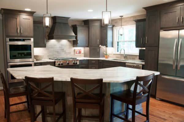 pair dark grey-stained cabinets and light grey backsplash in the kitchen to evoke a comfortable modern ambiance