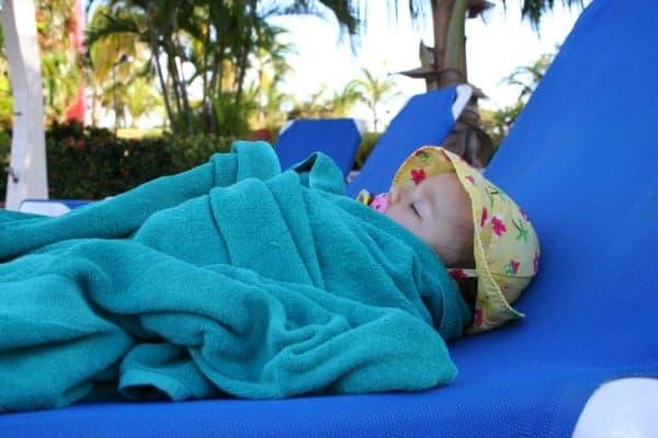baby sleeping, baby sleep by pool, baby sleeps on pool lounge