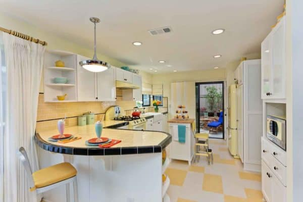sunny yellow retro kitchen and blue accent details to blend past and current trends