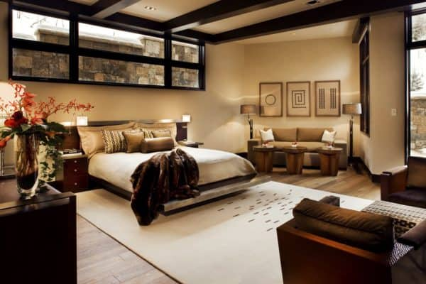 venetian plaster decorative finish for a luxurious and comfortable bedroom charm