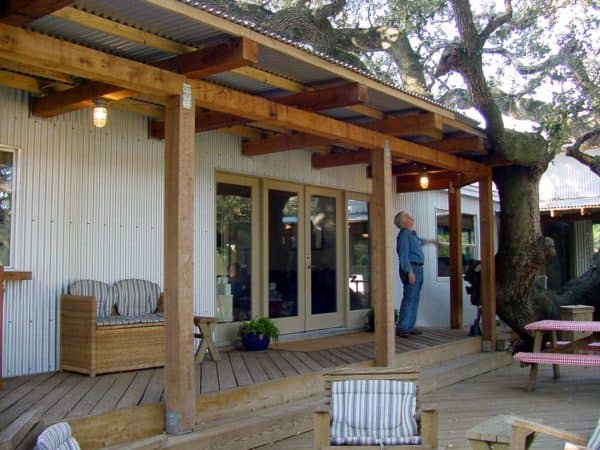 integrate your metal pergola roof with oak tree to make the most of the natural landscape