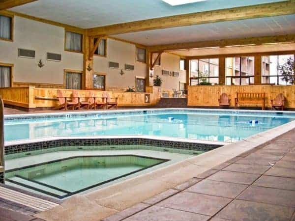 The pool and hot tub a the crowne plaza lake placid