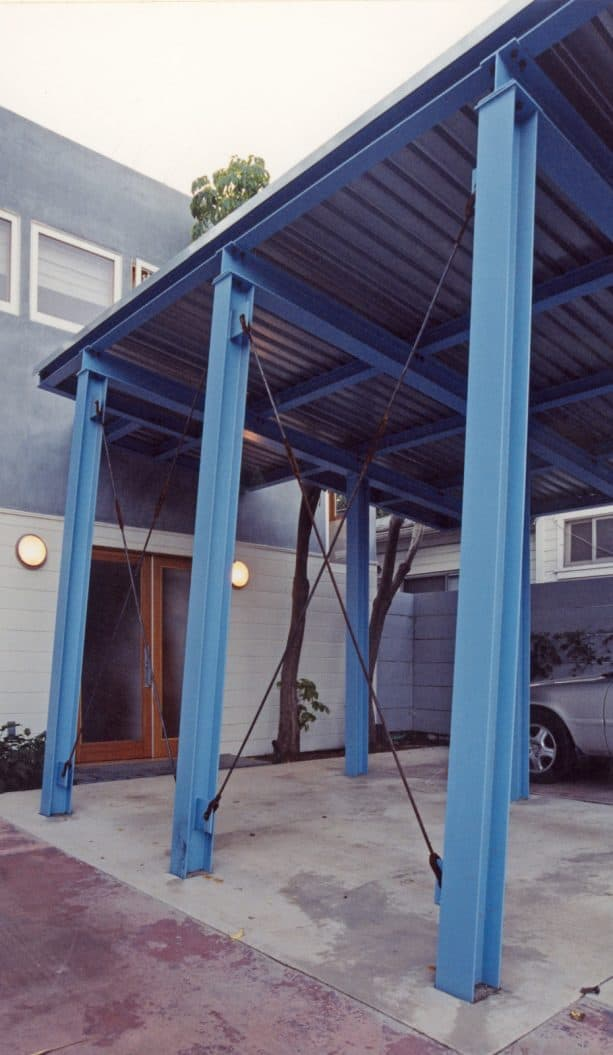 a closer look to the attached carport part above the door