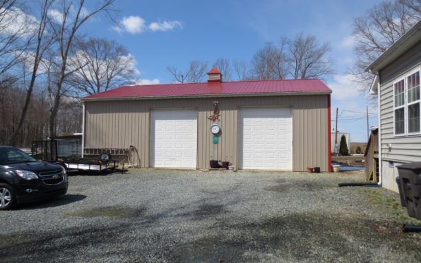 a closer look to the front of the pole barn workshop