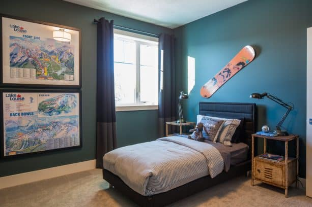 a boys bedroom with teal and black color theme