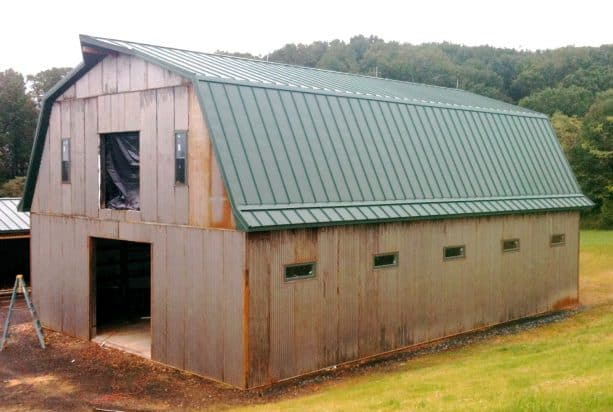 a clearer look on how the rustic appearance of the pole barn looks like